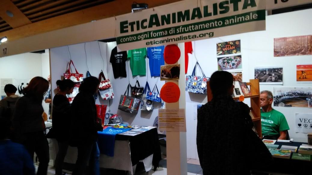 P 20181028 112621 1038x584 - Tavolo informativo di Etica Animalista alla fiera annuale Fa la cosa giusta - 26-27-28 ottobre 2018 - Trento