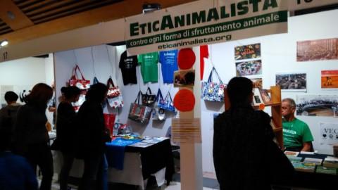 P 20181028 112621 480x270 - Tavolo informativo di Etica Animalista alla fiera annuale Fa la cosa giusta - 26-27-28 ottobre 2018 - Trento - 2018-