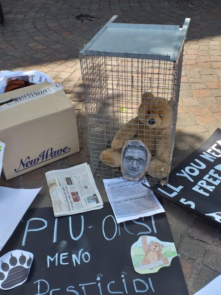 20190713 122714 1 768x1024 - Manifestazione pro M49 - Trento13 luglio 2019 - Critiche ed osservazioni all'evento e al deludente mondo animalista